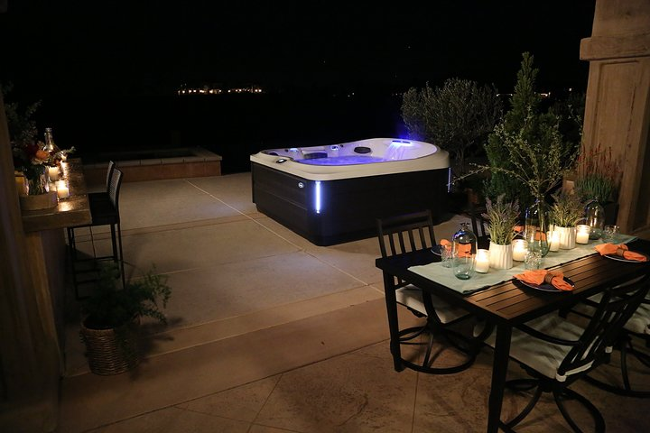 Jacuzzi by Knight Tubs
